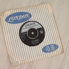 The Wailers – Dirty Robber / Mau Mau 7″ single